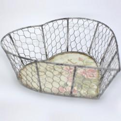 Kovový košík v tvare srdca