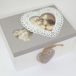 Sivo-biela drevená krabička